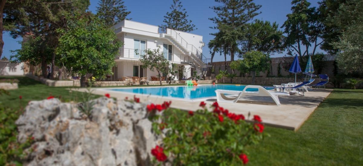 Infinity pool and garden