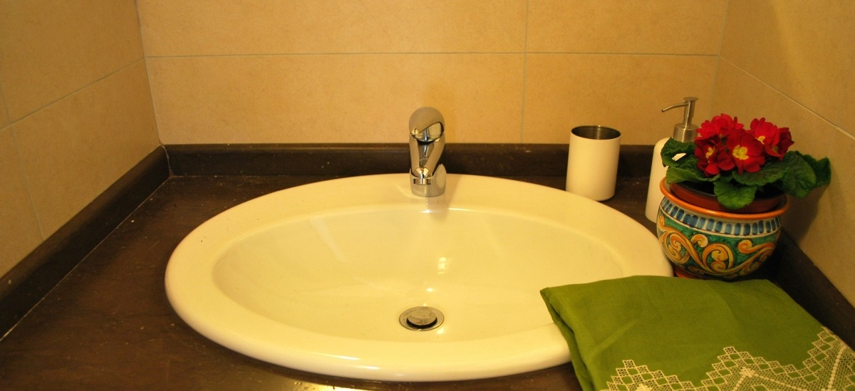 Il bagno è funzionale e con nicchia  doccia