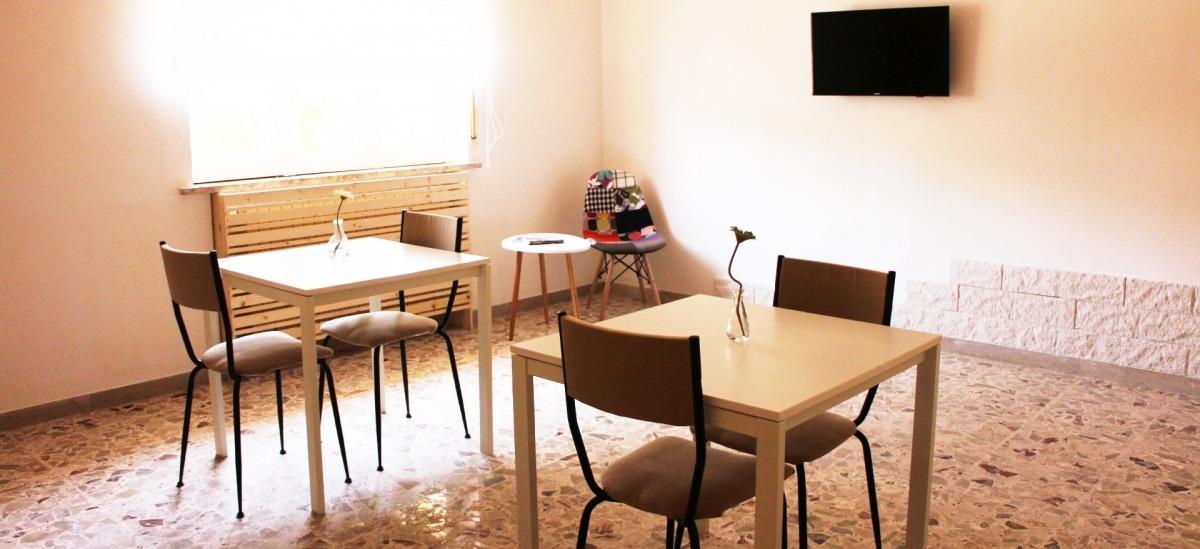 sala colazione e angolo tv e lettura