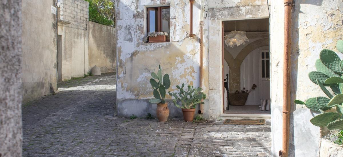 Il ronco significa un cortile interno nelle vie del centro storico