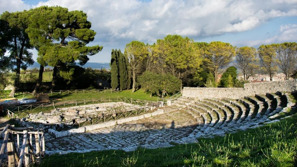 Spettacoli teatrali negli antichi teatri della Sicilia sudorientale