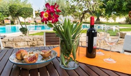 veranda con vista piscina dove gustare prelibate colazioni