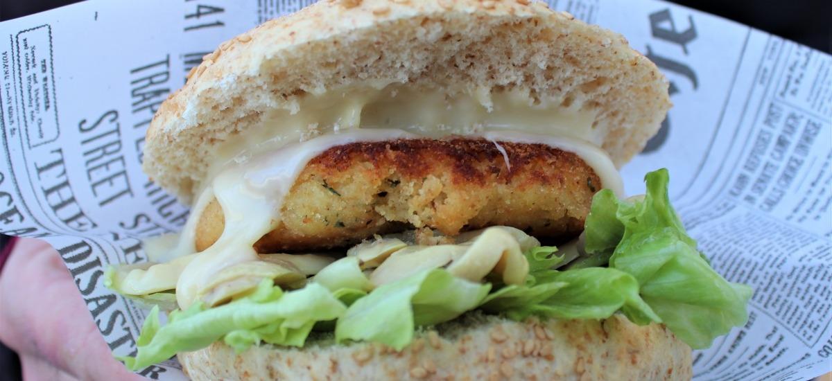 Il Saraceno, il burger vegetariano di patate, certificato dall'Accademia del Panino Italiano