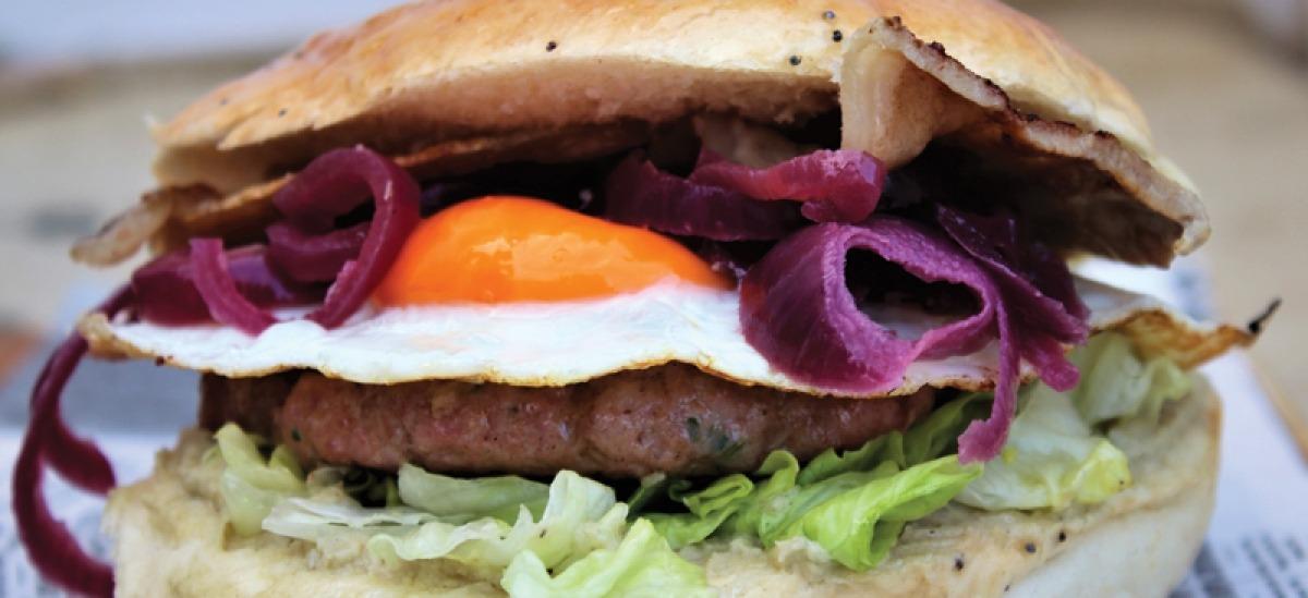 Orlando, il burger di vitello con uovo all'occhio di bue