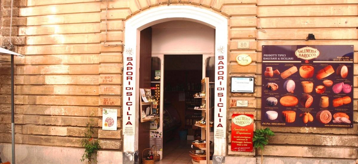 la salumeria barocca è una sosta obbligata per chi visita Ragusa Ibla