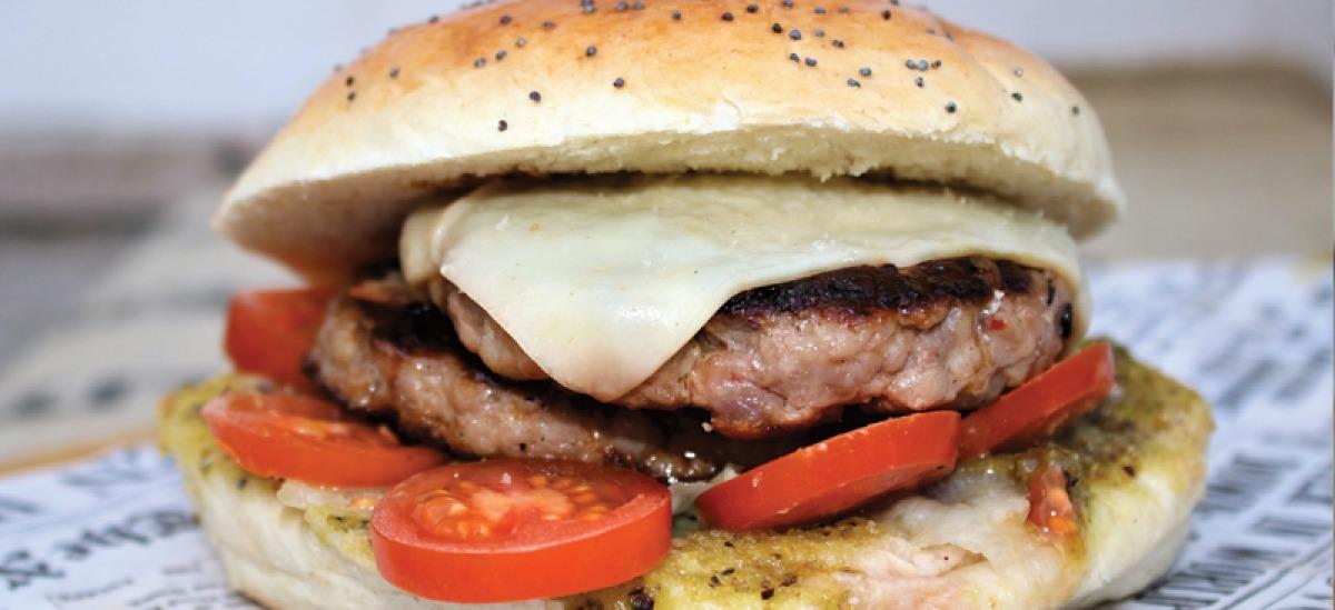 Re Carlo, il burger di salsiccia