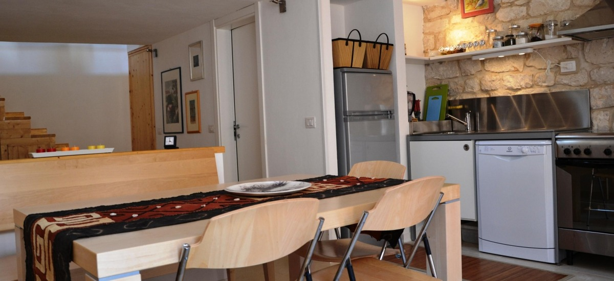 Zona pranzo con cucina